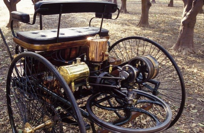 1886 Benz Patent Motorwagen two-stroke single-cylinder engine massive flywheel
