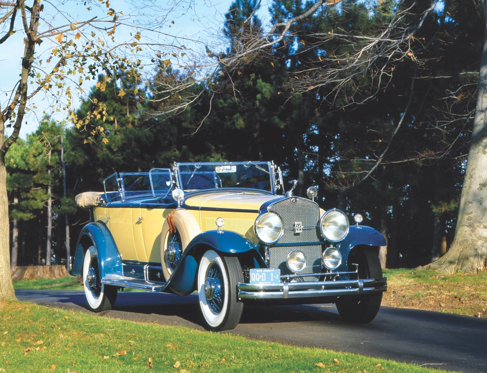 The History Of Fender Lines Heacock Classic Insurance 1930 Chevy Sedan Spare Tire Mount In 1927 Harley Earl Brought Style To Gm With La Salle Influence Its Sweeping And Side Spares Spread