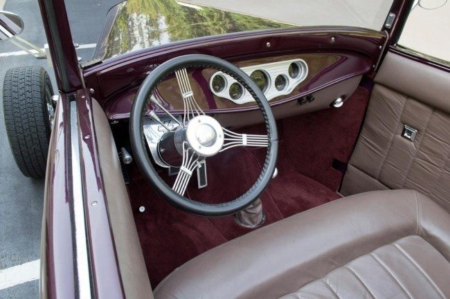 1932 Ford Custom Hi-Boy Roadster 4 interior