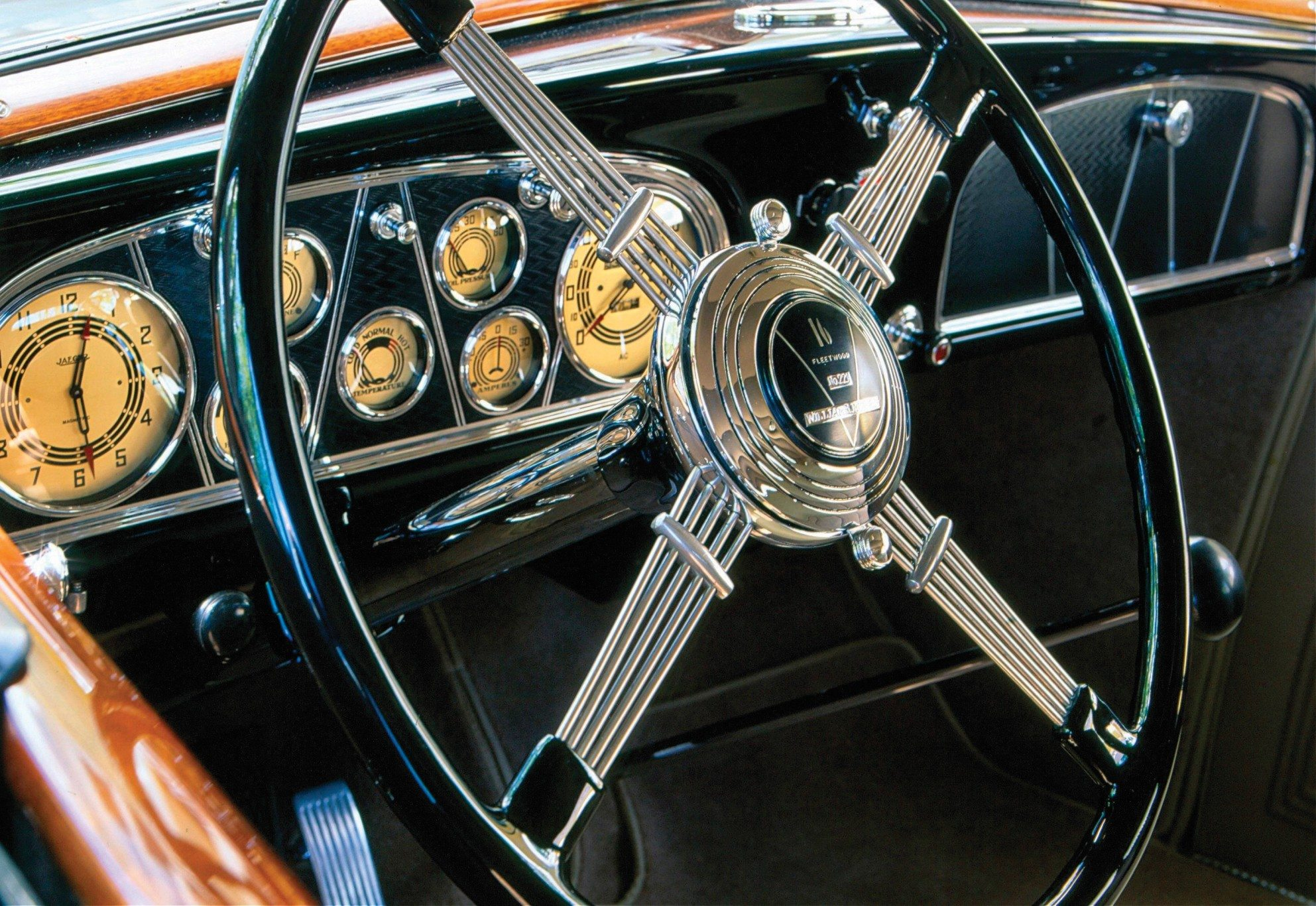 1933-Cadillac-V16-Dashboards-and-Instruments
