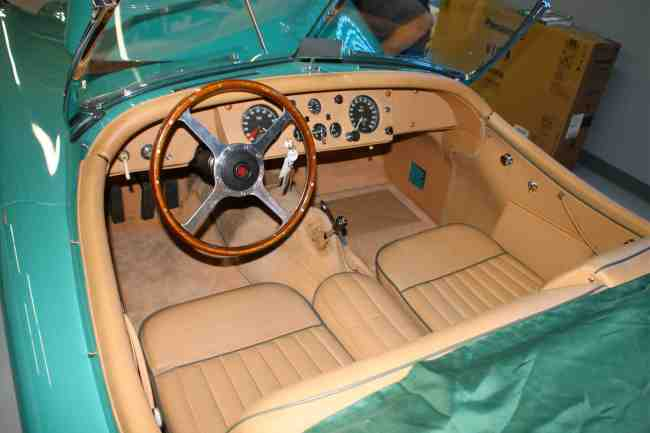 1956 Jaguar XK 140 pic 2 interior