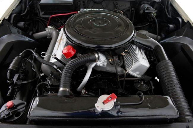 1956-lincoln-continental-mark-ii-pic-4-engine
