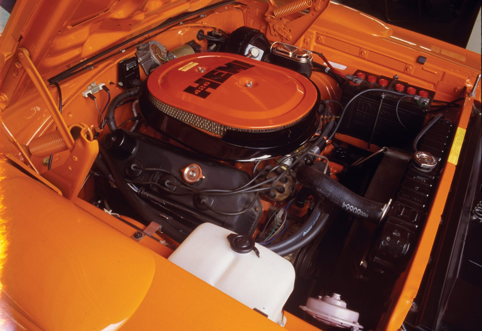 1970-plymouth-superbird-426-hemi-v8-engine