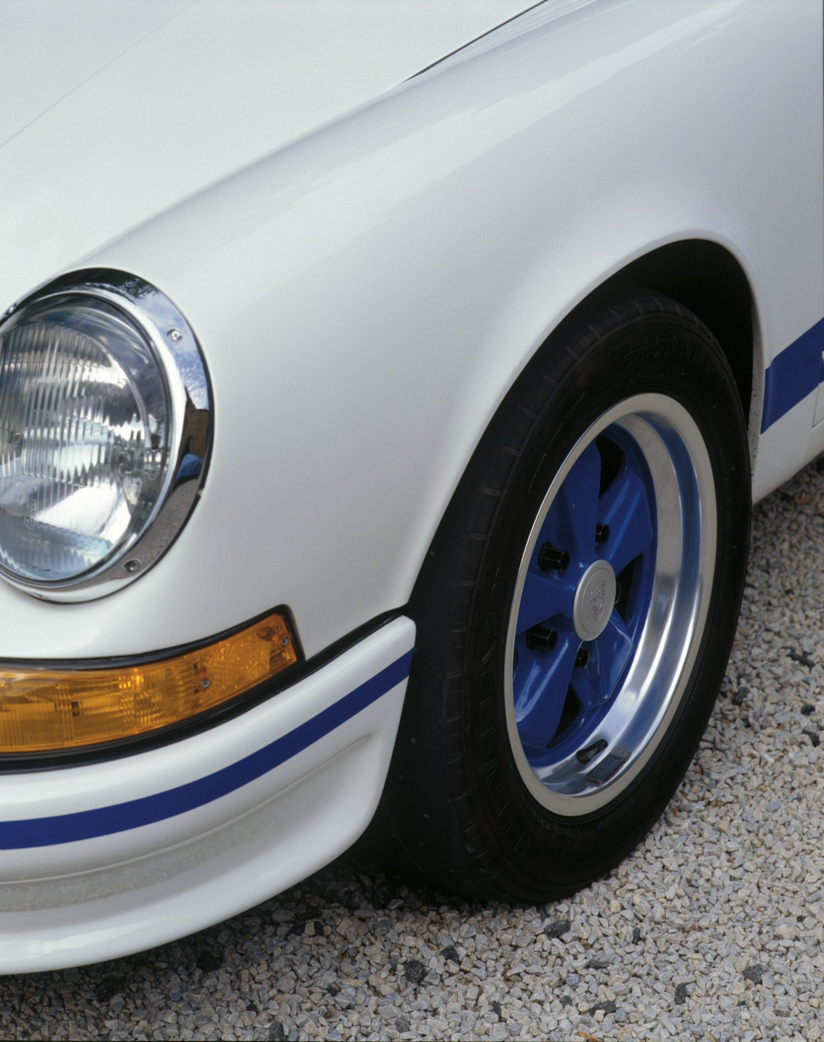 1973-porsche-carrera-rs-2-7-blue-fuchs-wheel