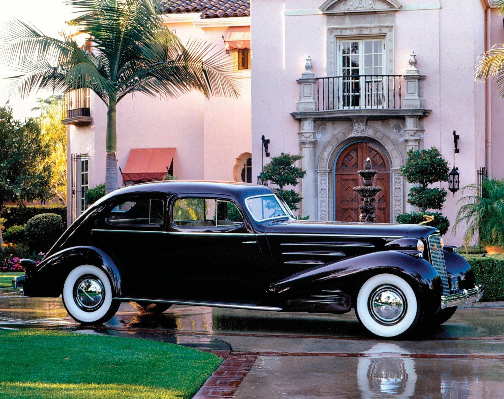 Cadillac-V16-Aero-Dynamic-Coupe-1