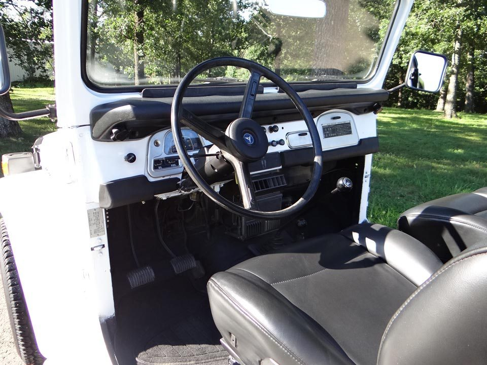 1975 Toyota Land Cruiser FJ40 Interior