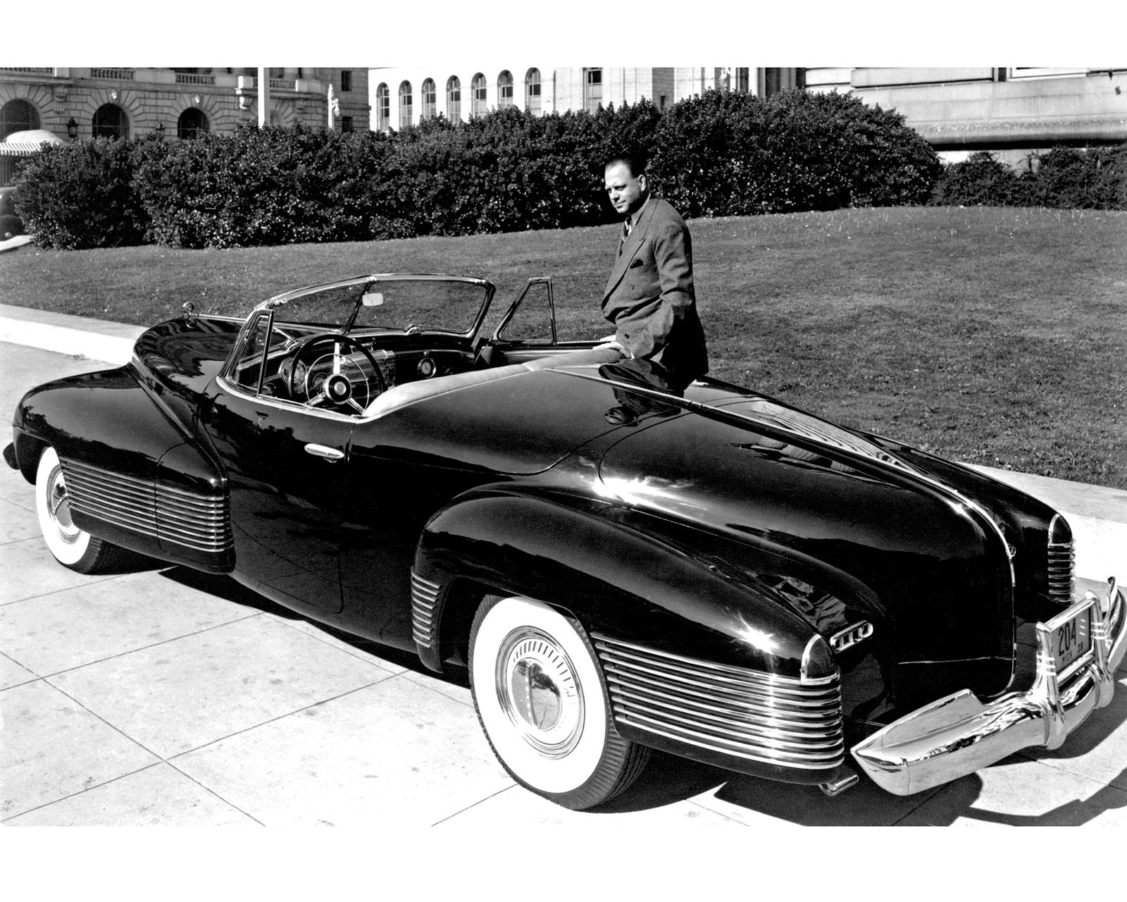 Harley Earl and 1938 Y Job
