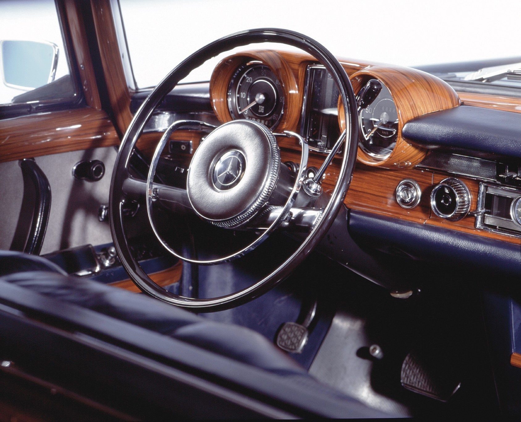 Mercedes-Benz 600 Gorgeous Dash and Interior