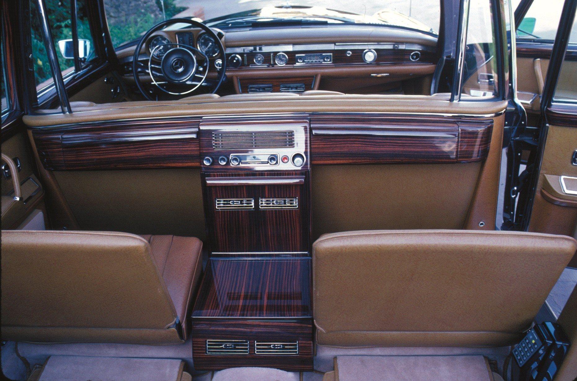 Mercedes-Benz 600 Landaulet Interior