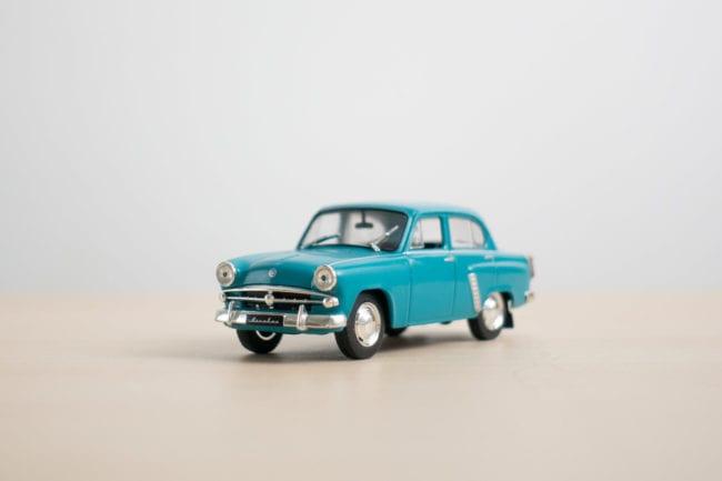 model-car-indoor-activity